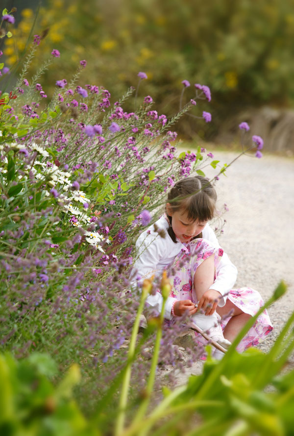 children-flowers-barnabrow